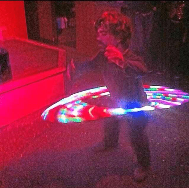 Peter Dinklage hoolahooping in strip club