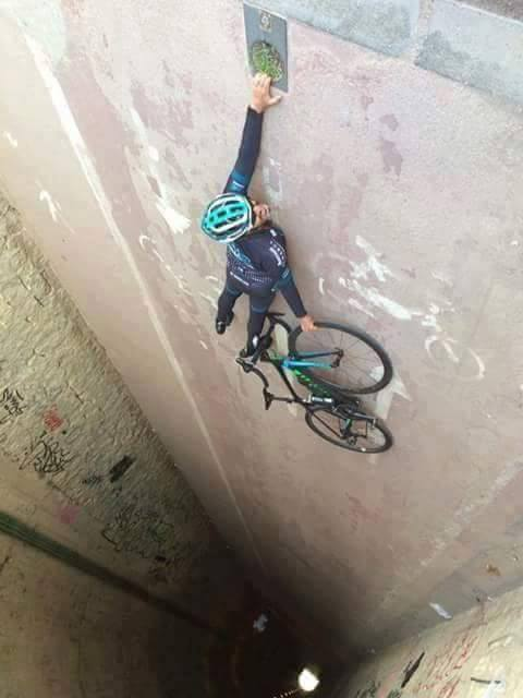 optical illusion bike fall