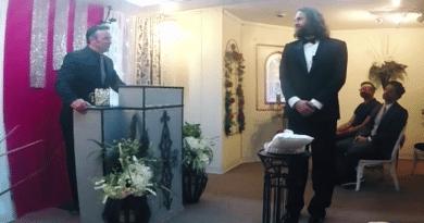 Man marries iPhone in Las Vegas